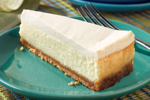 Sour_Cream-Topped_Cheesecake_640x428